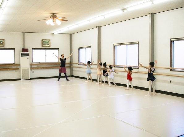 ダンス教室クールドゥバレエネイジュの練習風景